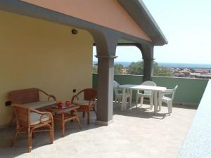 atticco-terrazza-tavoli